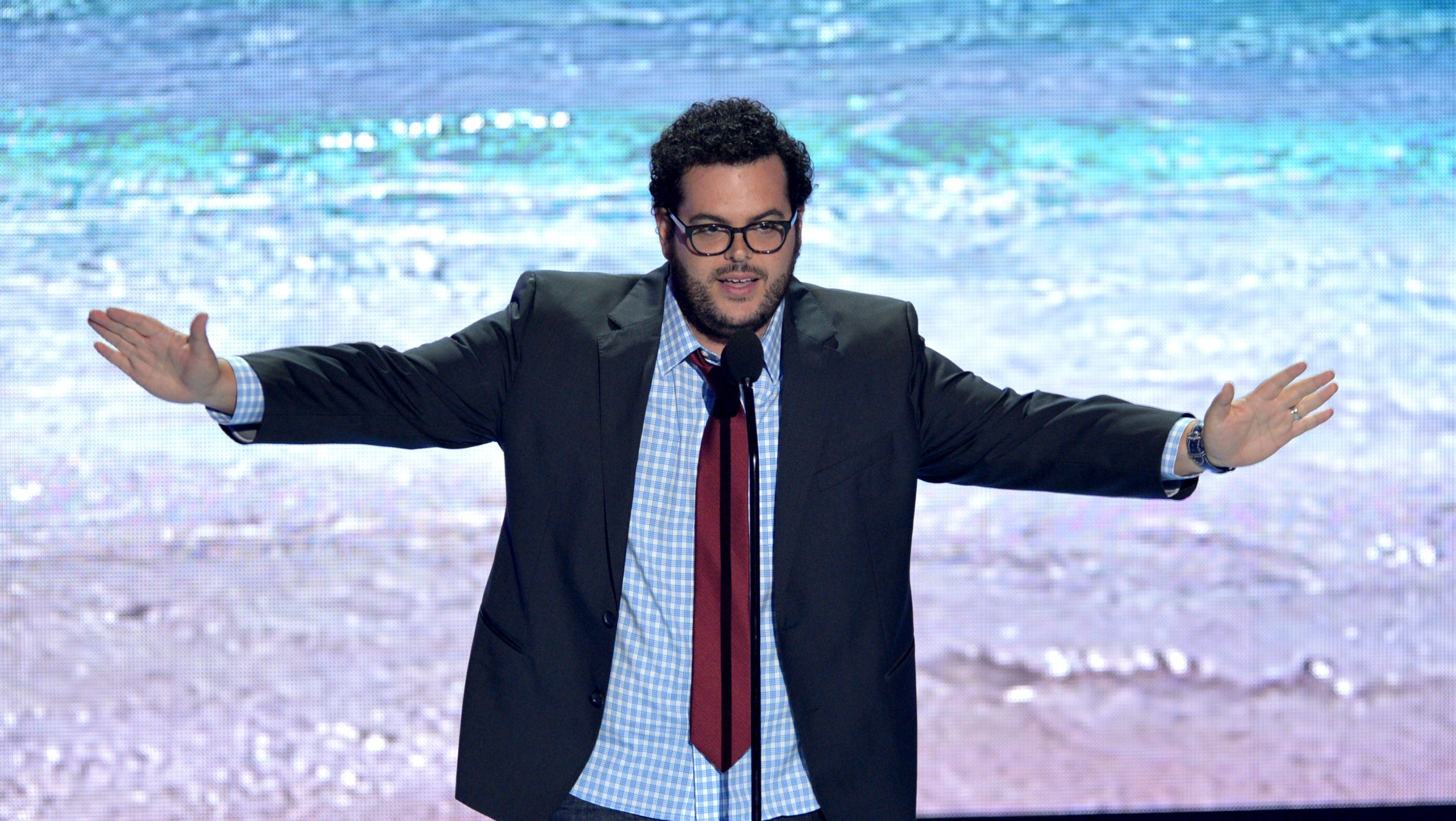 Presenter Josh Gad takes his turn at the mike.