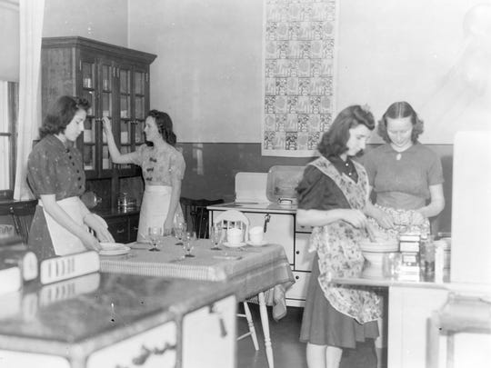 1940s home economics class from Ceasar Rodney High School.
