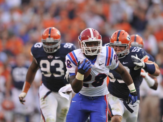 La. Tech's Kenneth Dixon runs away from Virginia defenders.