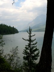 Starting at the foot of Bowman Lake, Quartz Lake loop trail is a 13 mile day is geared more to advanced hikers,
