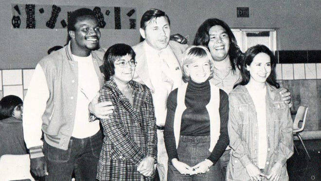 WNMU students pose with governor Bruce King in 1975