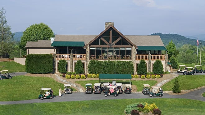 Cummings Cove Country Club's clubhouse.