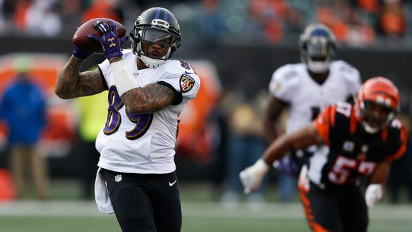 Baltimore Ravens wide receiver Steve Smith (89) catches a pass during the second half of the team's NFL football game against the Cincinnati Bengals, Sunday, Jan. 1, 2017, in Cincinnati. (AP Photo/Gary Landers)