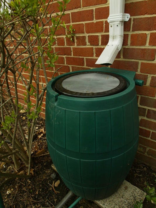 -0312 Gardens rain barrel.jpg_20110310.jpg