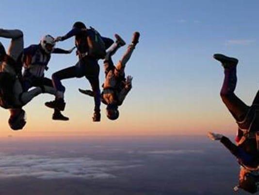 636128471385240028-skydivers.jpg