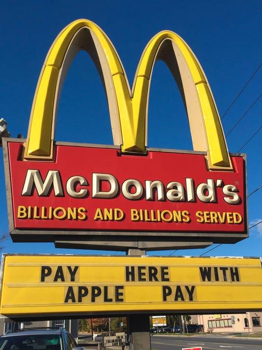 XXX MONEY FILE IMAGES MCDONALDS APPLE PAY EMB491.JPG PA