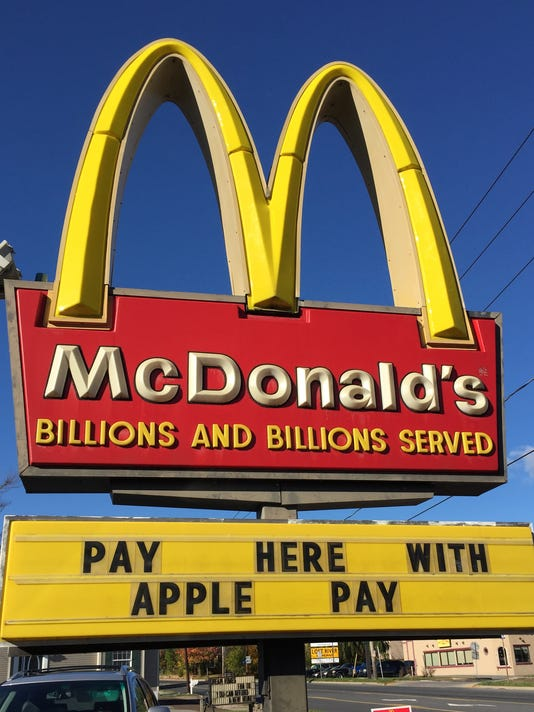 XXX MONEY FILE IMAGES MCDONALDS APPLE PAY EMB491.JPG PA