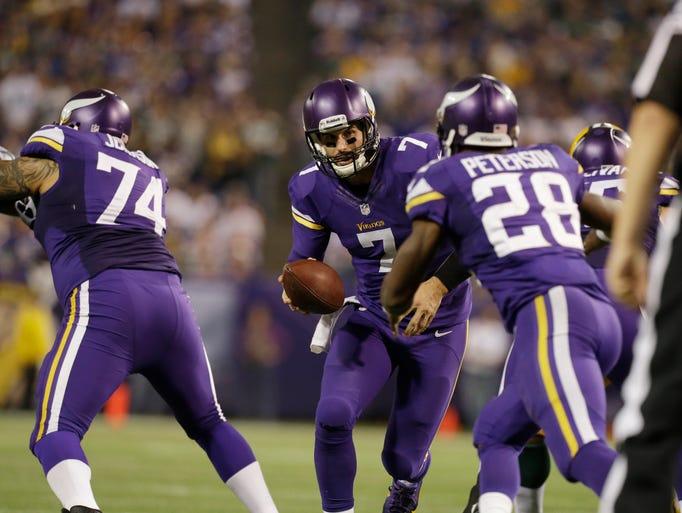 1383199506000-AP-Packers-Vikings-Footbal