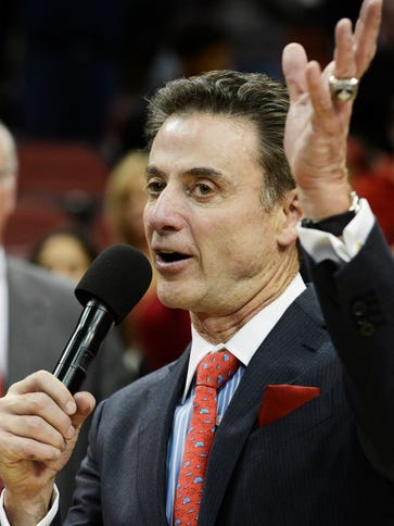 Rick Pitino addresses the crowd after winning his 700th