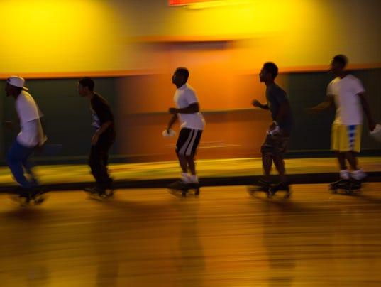 js-0825-skating-03.jpg