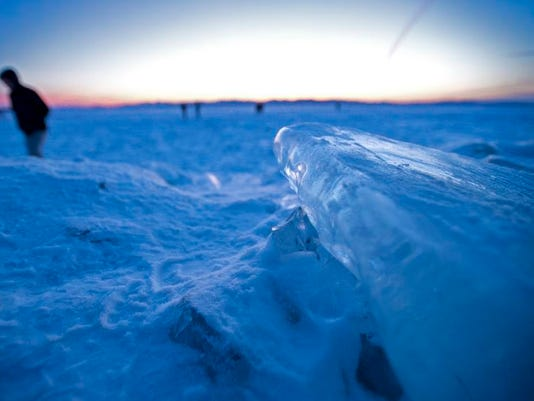 -BUR 20140212 HARBOR ICE C5.jpg_20140213.jpg