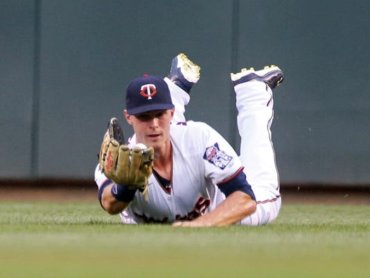 Minnesota Twins' Max Kepler makes a diving catch of a shallow fly ball by Atlanta Braves' A.J. Pierzynski during the fifth inning of a baseball game Tuesday, July 26, 2016, in Minneapolis. (AP Photo/Jim Mone)