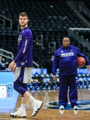Kansas State's Dean Wade, a 6'10 forward, practices