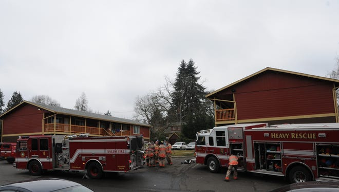 A fire at a Salem apartment complex displaced four people Monday morning.