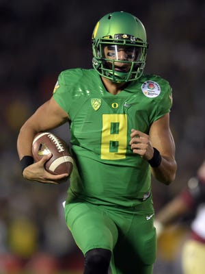 Oregon Ducks quarterback Marcus Mariota (8) runs in a touchdown against the Florida State Seminoles during the second half in the 2015 Rose Bowl college football game at Rose Bowl.