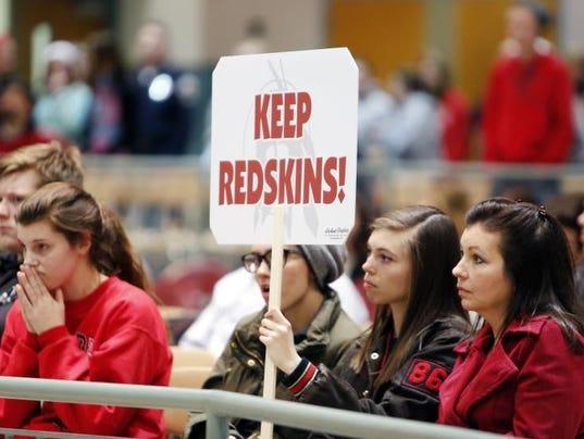 635621893680084377-redskins-sign