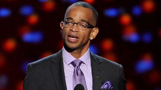 Stuart Scott accepts the Jimmy V Perseverance Award at the ESPYs in July.