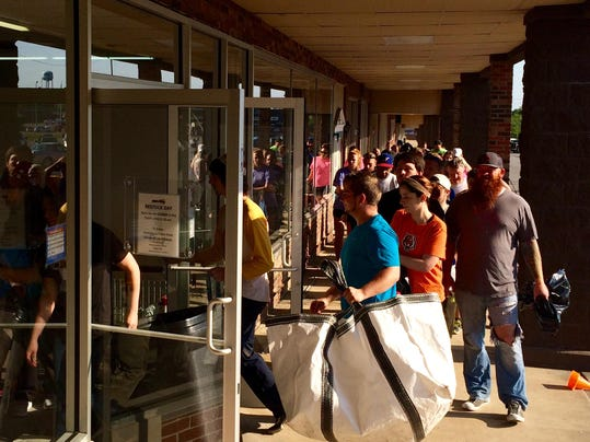 Gimme A 5 Store Draws Crowds At Dickson Location