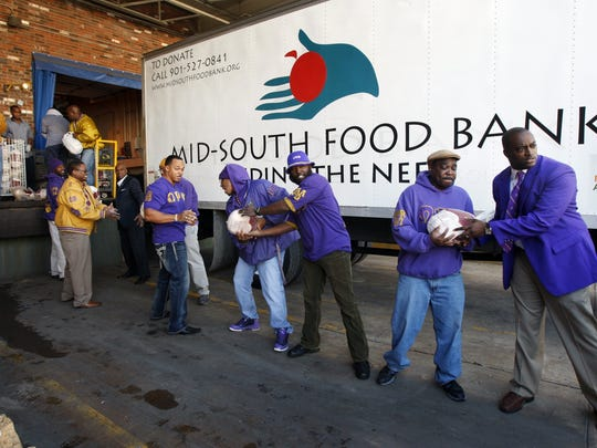 November 17, 2011 - Members of the University of Memphis Xi Zeta chapter and Omega Psi Phi Sigma Lambda Lambda chapter form a line to bring in the turkeys they donated to the Mid-South Food Bank. The two groups donated 2,6000 pounds of turkey Thursday. The Food Bank has a goal of 5000 turkeys they hope to collect and give out for the Thanksgiving holiday. As of Thursday they had taken in 3200. Anyone interested in making a donation can do so thru their website at http://www.midsouthfoodbank.org or by dropping by their facility at 239 South Dudley.