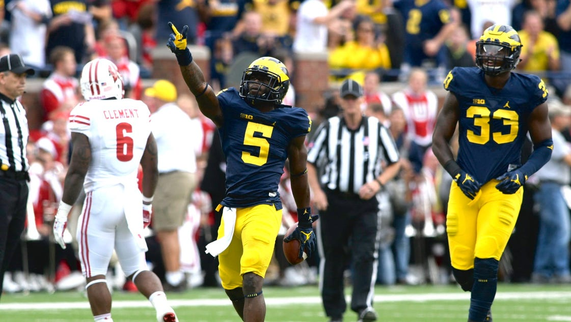 Michigan s first drive got off to a fast start with Wilton Speight picking  up 2-yards on a scramble before connecting with tight end ... 7212a6de8