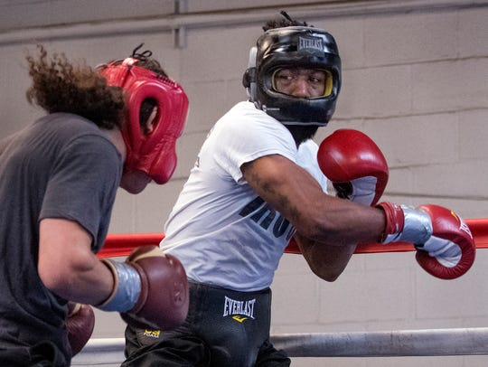 Austin Trout(30-4, 17 knockouts), looks to snap a two-fight losing streak when he faces Juan De Angel (20-7-1, 18 knockouts) on the undercard of Saturday's Victor Ortiz and Devon Alexander Premier Boxing Championsfight on Fox.