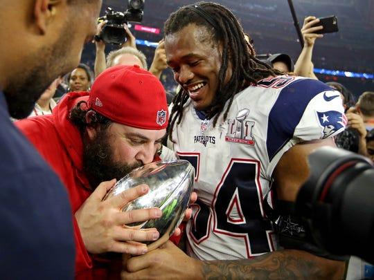 Patriots linebacker Dont'a Hightower (54) celebrates with defensive coordinator Matt Patricia.