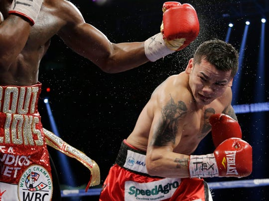 Marcos Rene Maidana, right, fight Adrien Broner, left, during their WBA welterweight title bout, Dec. 14, 2013, in San Antonio.