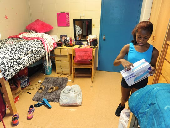 Students Clamber Into Dorms At Ud Dsu