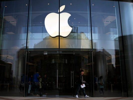 AP FINANCIAL MARKETS APPLE JOINS THE DOW F I FILE CHN