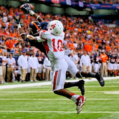 UTSA wide receiver Kenny Bias, making a catch against the University of Houston at the Alamodome in 2013, missed five games to suspensions last year.