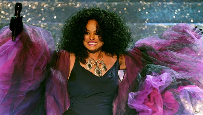 Honoree Diana Ross performs onstage during the 2017 American Music Awards on November 19, 2017 in Los Angeles, CA.
