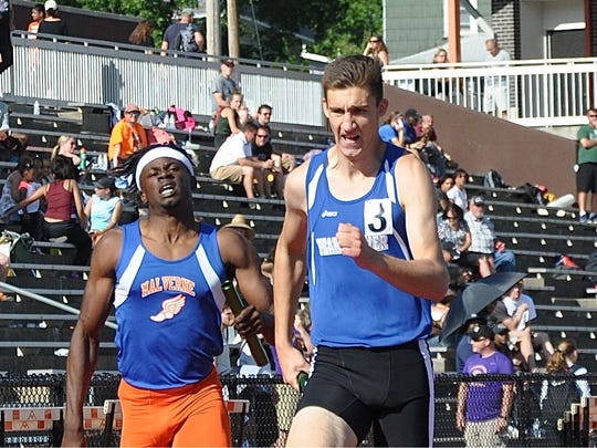 Pearl River's Thomas Wilson (r) races to the finish