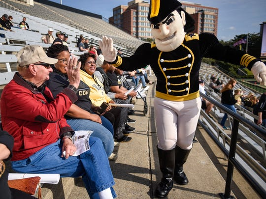 The Vanderbilt mascot Commodore greets Jackie Eller with a high five during spring showcase at the Vanderbilt Stadium in Nashville, Tenn., Saturday, March 25, 2017.