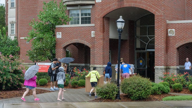Students and families move their stuff into Bettie Johnson Hall as first-time students move in to Belknap Campus dormitories Wednesday during University of Louisville's Welcome Week. Aug. 17, 2016