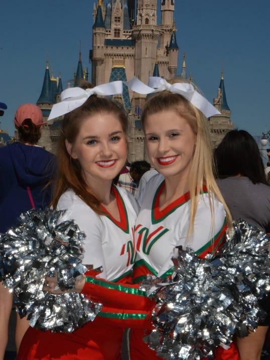 636166215185785635-cheerleaders.jpg