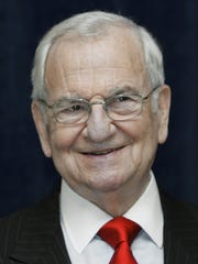 Lee Iacocca in May 2007 at the 70th Luncheon of the Metro-Detroit Book and Author Society in Livonia.