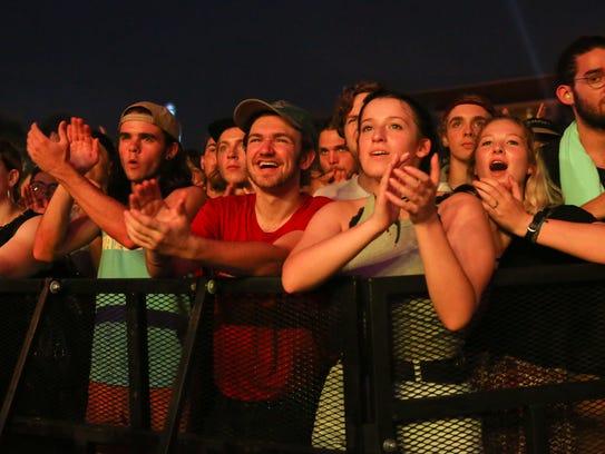 Fans applaud the performance of Kurt Vile & The Violators