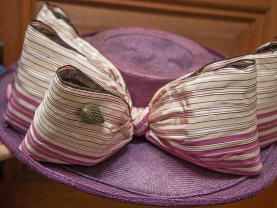 The hat with bow worn by Kate Winslet in her first