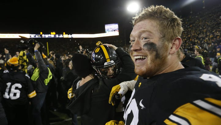 Iowa takeaways: Wadley's weight, missing helmets, roughing the center