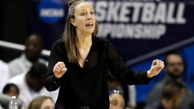 Cavaliers assistant coach Lindsay Gottlieb left the University of California to work in the NBA. Now she is heading back to the college ranks as the women's coach at USC. [Tony Gutierrez/Associated Press]