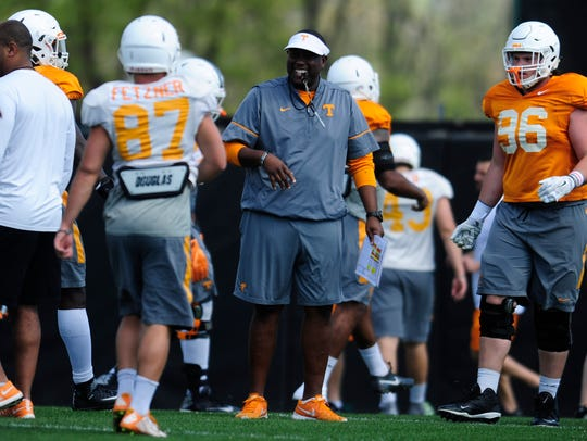 Tennessee offensive coordinator Larry Scott during