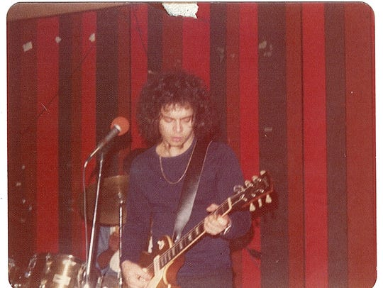 Wayne Kramer in 1974, with Melvin Davis (rear) on drums.