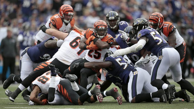Giovani Bernard's physical play, especially in pass protection, helped the Bengals come from behind to beat the Ravens.