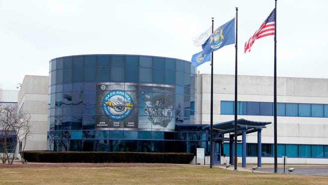 Fiat Chrysler Automobiles has recognized the Mack Avenue Engine Plant in Detroit with a silver designation in the company's World Class Manufacturing process.
