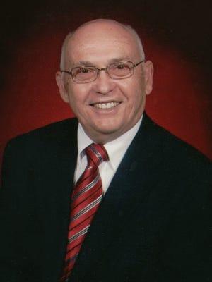 Richard (Dick) Eugene Hagen died on October 18, 2014, of cholangiocarcinoma.