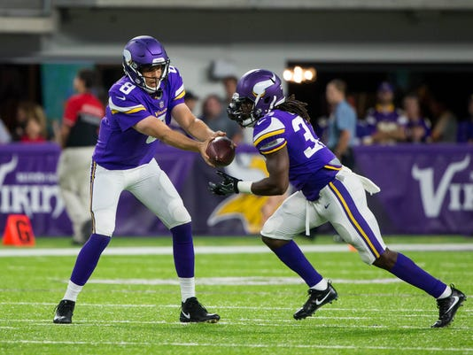 NFL: San Francisco 49ers at Minnesota Vikings