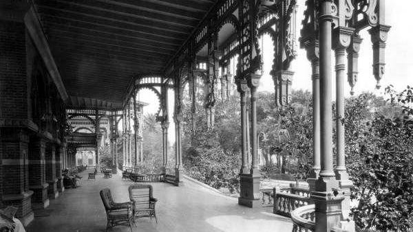 The front porch of the Tampa Bay Hotel in the late 1800s.