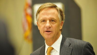 A push from Gov. Bill Haslam to end longevity pay for state executive branch employees was tweaked so that only employees hired after the start of July won't receive the benefit.