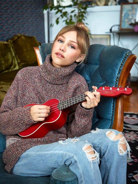 Grace-VanderWaal-Fender-Venice-Ukulele-Cherry-preview.jpeg