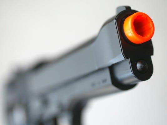 636329503803061159-gun-020305-tip-kk.JPG